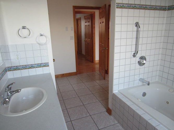 Tiled bathroom and ceramic